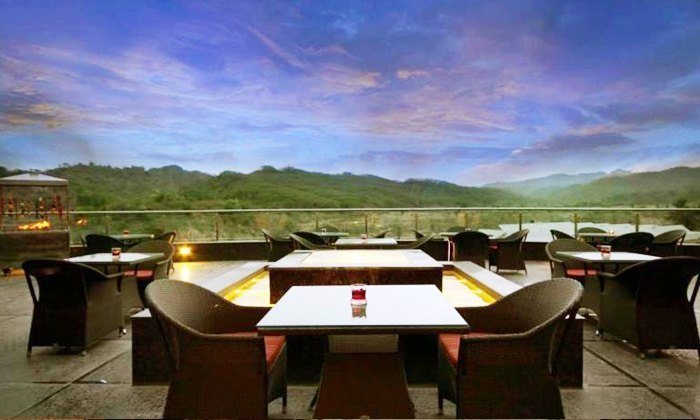 Patio Terrasse Golden Tulip Panchkula Special Offers On Food