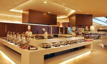 Breakfast, Lunch & Dinner Buffets with Drinks